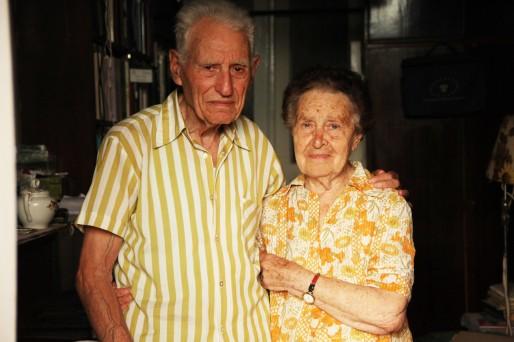 Boris Dorfman a longtemps été le dernier juif de Lviv à parler yiddish. À 90 ans, il s'improvise professeur pour les étudiants et les chercheurs de la ville. Avec sa femme Betty, dans leur appartement. (Photo Bulli Tour)