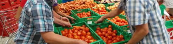 Les tomates espagnoles sont enlevées du rayon. Elles sont laissées au supermarché pour ne pas être accusé de vol. (Photo JFG / Rue89 Strasbourg / cc)