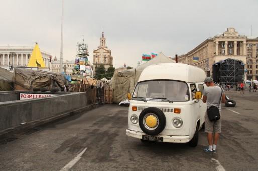 Le Bulli place Maïdan, entre les barricades et les manifestants