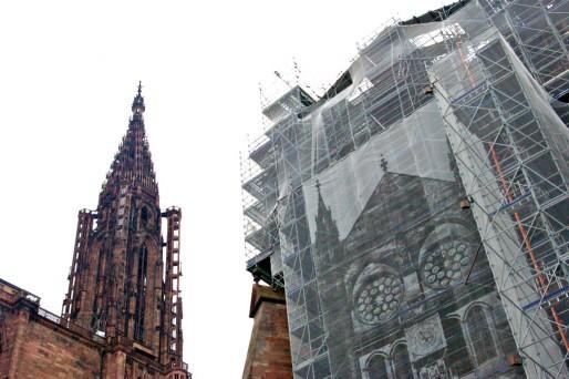 Actuellement en travaux : la façade sud du transept. Ceux de la tourelle sud-est de la haute-tour n'ont pas encore commencés. (Photo OG / Rue89 Strasbourg / cc)