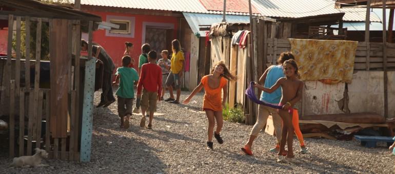 Du théâtre dans un bidonville slovaque, une panne et 9000 km