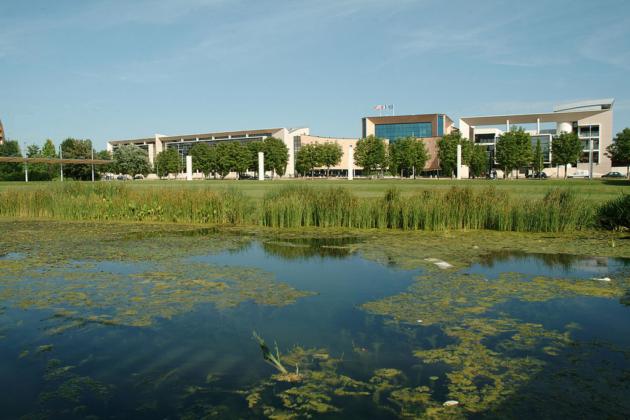 Un étang en pleine ville, c'est au parc des Poteries (Photo Yannick Bernard / Wikimedia Commons / cc)