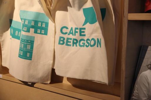 Des cafés branchés,un immense festival de musique avec Sting et Eric Clapton, ou des objets design ... voilà la recette pour tenter de changer le visage de cette ville.