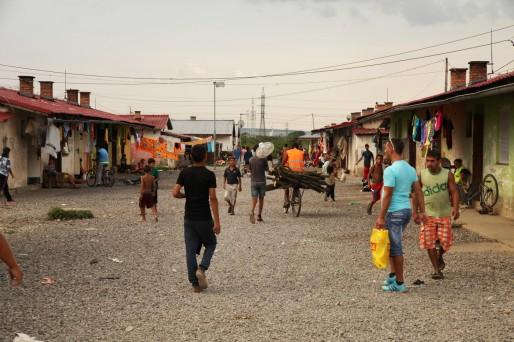 Le bidonville existe depuis plus de 20 ans. Les travaux d'aménagement font cruellement défaut. (Photo Bulli Tour)