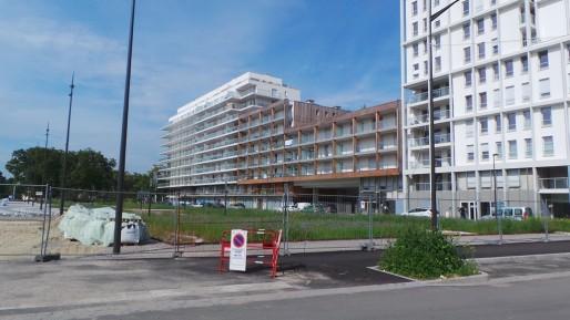 Les premiers habitants sont arrivés depuis plus d'un an, mais les alentours de la nouvelle résidence sont encore en travaux (photo JFG/ Rue89 Strasbourg)