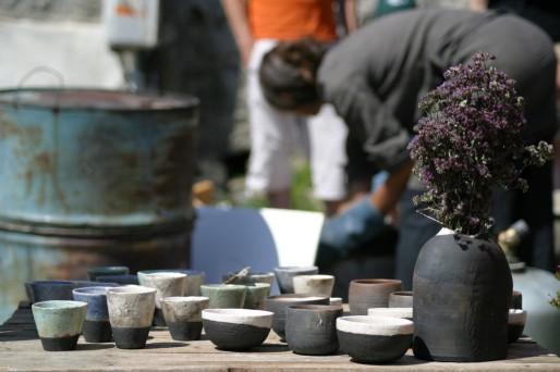 Jeanne vend principalement des pièces d'artisanat d'art. (Matthieu Bruc/ FlickR/cc)