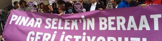 Le collectif de soutien à Pinar Selek devant le tribunal d'Istanbul (Photo Éric Schultz)