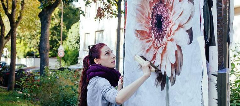 Les affiches éphémères de Charlotte Aleman se propagent à Strasbourg