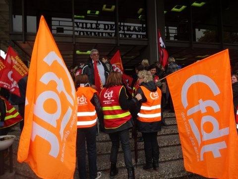 Bien que riveaux aux prochaines élections syndicales, CGT et CFDT manifestent ensemble. (document remis)