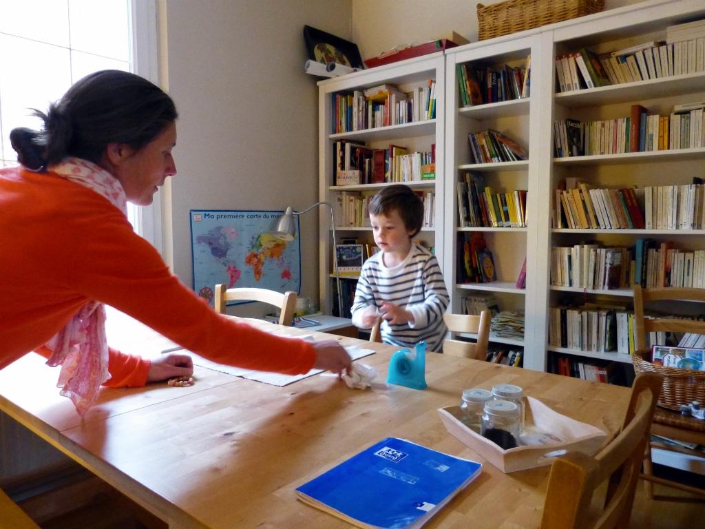 Benedicte Maman De Cinq Enfants Sest Forme A La Pedagogie Montessori Pour