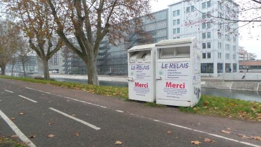 L'entreprise Le Relais a installé environ 80 conteneurs dans la CUS afin de récupérer les vêtements (Photo FD / Rue89 Strasbourg)