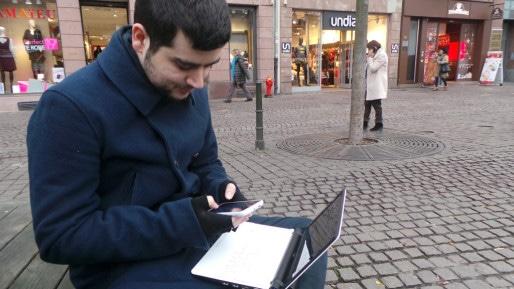 Pierre Rudloff, développeur web, capture l'activité de son portable grâce à un logiciel installé sur son ordinateur (Photo FD / Rue89 Strasbourg)
