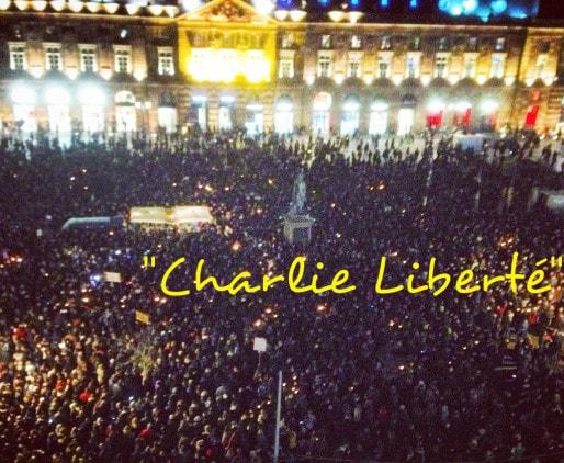 Les mots de la foule réunie place Kléber (Photo JFG / Rue89 Strasbourg)