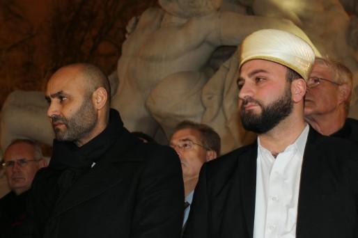 Abdelhaq Nabaoui et Eyup Sahin côtes à côtes lors du rassemblement place de la République le 9 janvier. (Aline Fontaine / DR)