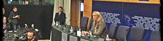 Il est très rare d'avoir un responsable politique seul à une conférence de presse (Photo JFG / Rue89 Strasbourg)