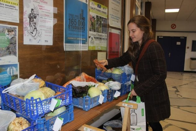 Les étudiants peuvent retirer leur panier de légume sur le campus. (Photo Maurane Speroni)