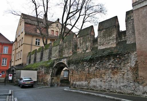 Passage entre la place Sainte-Madeleine et la rue du Fossé-des-Orphelins (Photo MM / Rue89 Strasbourg)