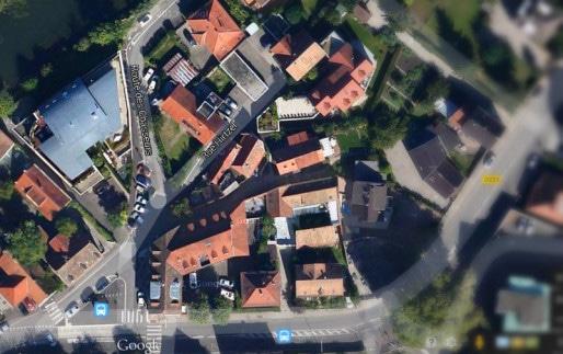 Entrée de la route des Chasseurs, avant la clinique Sainte-Anne, à droite de l'image (Google map)