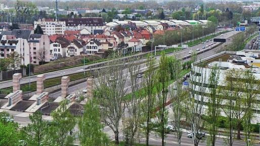 Une vue de la rocade urbaine de la RN 4 qui traverse l'agglomération strasbourgeoise (Photo PF / Rue89 Strasbourg / cc)