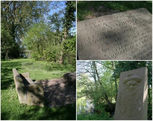 Une stèle en grès indique que l'imprimerie fut inventé par Jean Gutenberg à la Montagne Verte (Photos MM / Rue89 Strasbourg)