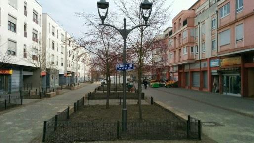 La rue commerçante de l'Elsau s'est transformée en un désert... (Photo PF / Rue89 Strasbourg)