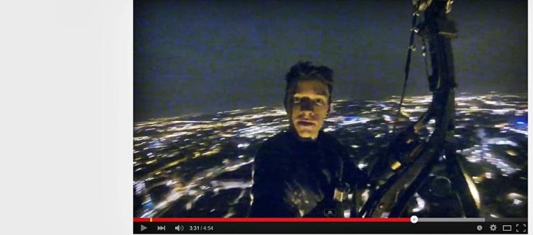 Vidéo : Un homme escalade la Cathédrale à mains nues