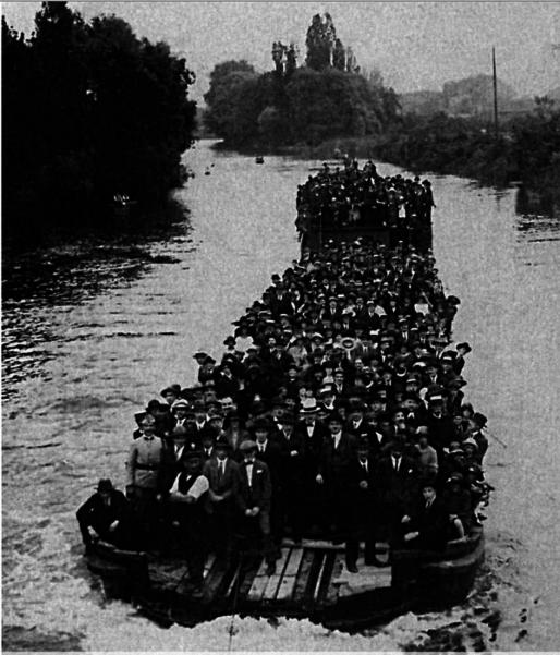 Des centaines d'ouvriers du livre se retrouvaient chaque année aux abords de l'île Gutenberg (Document remis)