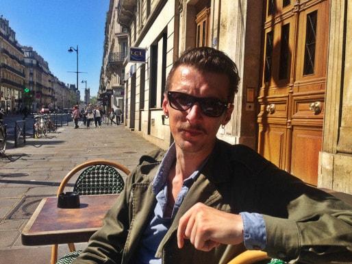 Clément Léon aime autant les boîtes de nuit que les bars PMU. (Photo JFG / Rue89 Strasbourg)
