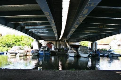 Bateaux de plaisance sous l'autoroute (Photo MM / Rue89 Strasbourg)