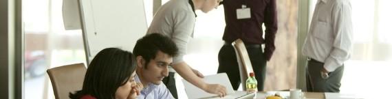 Une réunion de travail chez Novartis... Tout ça a l'air extrêmement sérieux. (Photo Novartis / FlickR / cc)