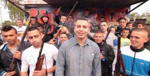 Armes à feu, drogue, trafic : les images du clip d'Abdelos suscitent la polémique (capture d'écran)