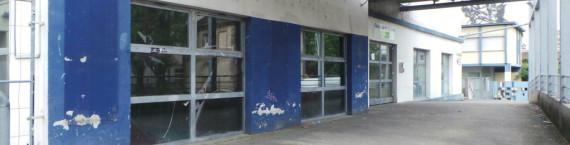 En face de la salle de concert, le Bar-Laiterie est à l'abandon depuis huit ans. (Photo JFG / Rue89 Strasbourg)