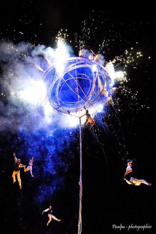 Le spectacle aérien Galileo doit être l'un des grands moments du festival des arts dans la rue. (photo compagnie Deus Ex Machina)
