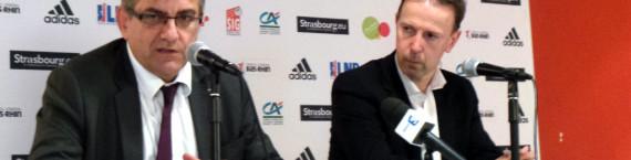 Le président de la SIG a évoqué les pistes de recrutement de la SIG avec la coach Vincent Collet, à droite (photo JFG/Rue89 Strasbourg)