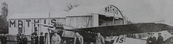 """Meeting au Polygone en 1910 - On présente un monoplan à l'industriel Mathis (in """"Un village aux portes de Strasbourg"""", Coprur, 1996)"""