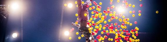 """Un spectacle d'acrobates finlandais pour se mettre la tête à l'envers au Maillon pour la saison 2015-2016 : """"Super Sunday"""" photo Petter Hellman"""