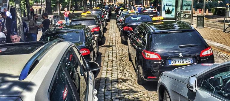 Pourquoi la mobilisation des taxis à Strasbourg est moins forte qu'à Paris
