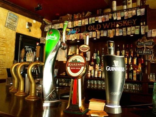 Le Molly Malone's est un pub irlandais, seul bar à proposer des tarifs étudiants en plus des happy hours. (Photo Clémence Simon)