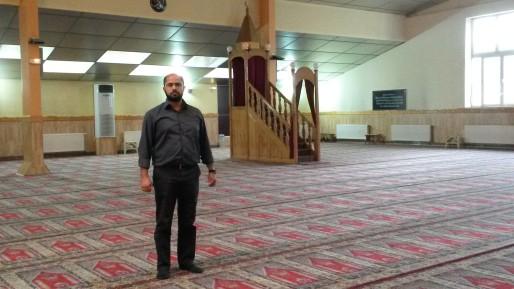 Ertugul Güler dans l'actuelle salle de prière de la mosquée Eyup Sultan.
