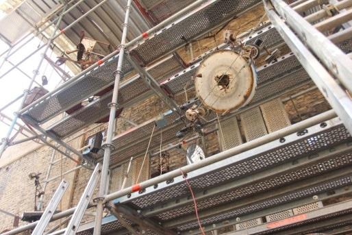Une entreprise locale (Kapp échafaudages) a permis de construire une horloge de 7 mètres de haut. (Aline Fontaine)