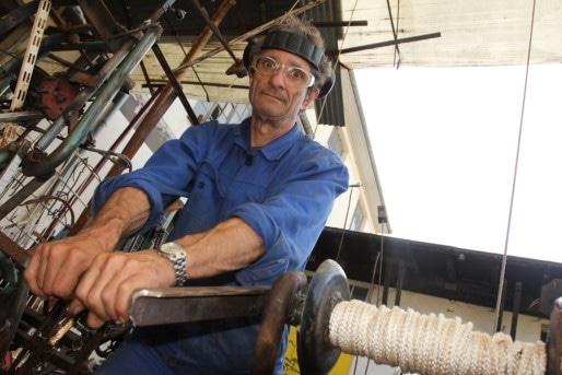 L'artiste Daniel Depoutot utilise un mécanisme à foliot comme dans la première horloge astronomique de la cathédrale.