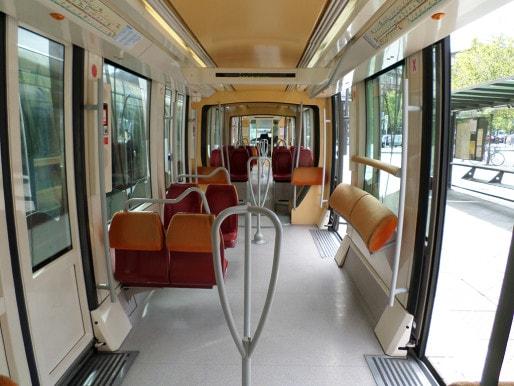 L'intérieur du tram reste ordinaire.
