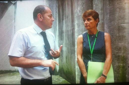 Sophie Rohtfritsch en compagnie d'Alain Reymond, directeur de la maison d'arrêt. (Photo : CG/Rue89Strasbourg)