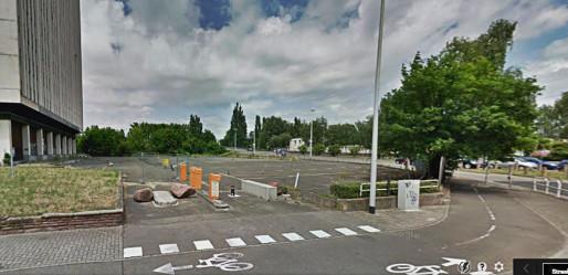 Le parking inutilisé appartient toujours à la Ville de Strasbourg, prête à céder le terrain.