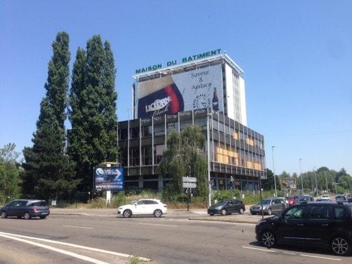 Un projet pour les bâtiments devant et la tour. (Photo JFG / Rue89 Strasbourg)
