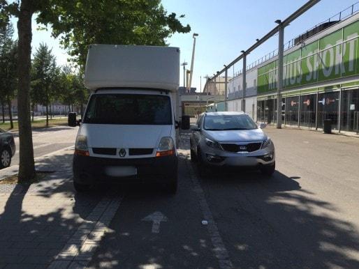 Prenez le trottoir d'en face... également inaccessible (Photo EJ)