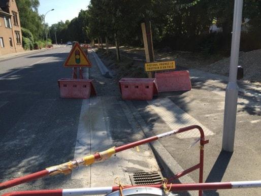 Route de La Wantzenau, des plots semblent faire obstacle aux cyclistes (Photo EJ)