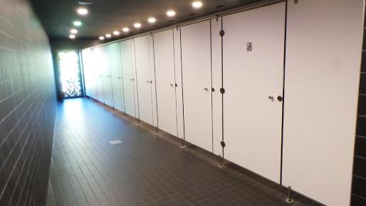 Au parc de l'étoile, les toilettes publiques fonctionnent déjà en relais avec des toilettes automatiques. (Photo Nadège El Ghomari/Rue89 Strasbourg)