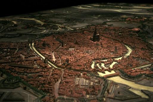 Après 20 années de fermeture le plan relief de Strasbourg 1727 est exposé au Musée historique rouvert en 2007. Crédit : Rama / Wikimedia Commons / cc.