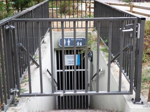 Les toilettes publiques de la place d'Austerlitz ont été fermées définitivement à la fin des travaux. (Photo Nadège El Ghomari/Rue89 Strasboug)